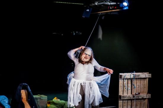 Szenenfoto 'Die Dicke spielt Medea'