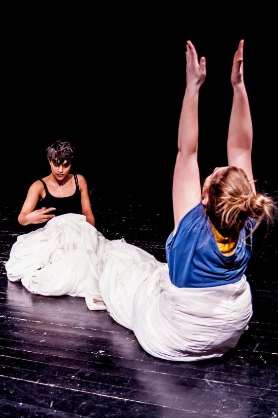 Präsentation Choreographieprojekt, Duo mit Samira Lehmann; Foto: Oliver Röckle