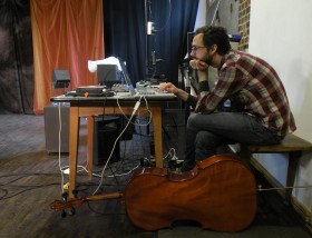 Musiker Bradley Kemp aus New York; Probenfoto 'Wunderkammer'