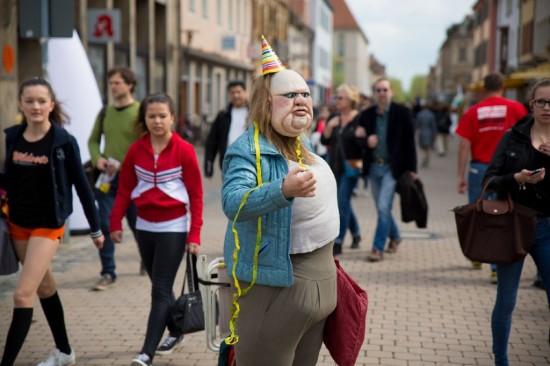 Die Dicke beim 18. Internationales Figurentheaterfestival 2013 in Erlangen; Foto: Erich Malter; Quelle: Internationales Figurentheater-Festival