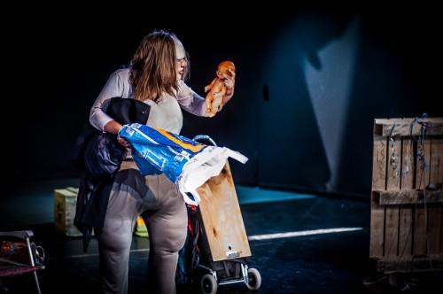 Szenenfoto 'Die Dicke spielt Medea'; Foto: Oliver Röckle