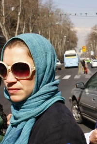 Julia mit Kopftuch in Tehran