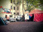 Blick auf das Zelt 'Le Grand Rouge'