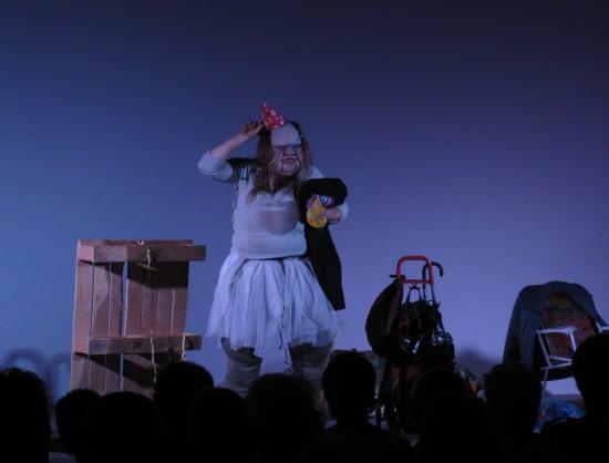Szenenfoto 'Die Dicke - spielt Medea'