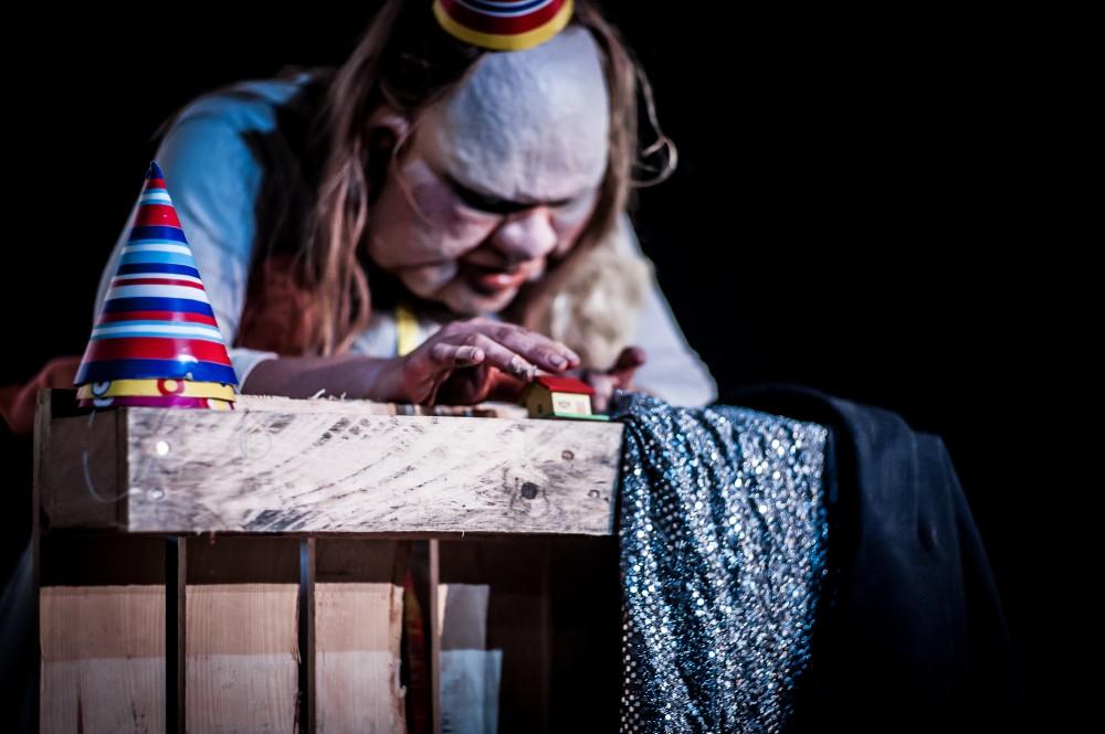 Szenenfoto 'Die Dicke - spielt Medea'; Foto: Oliver Röckle, Stuttgart