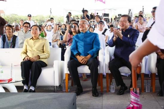 Der Kultusminister freut sich über 'Die Dicke'