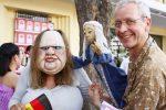 Bernd Ogrodnik, seine Puppe und 'Die Dicke'