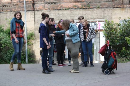 'Die Dicke - Der Walkact' beim Jugendtheaterfestival 'INDUSTRIEGEBIETSKINDER' in Halle