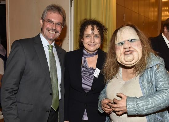 Die Dicke mit Landrat Karl Wilfing und Intendantin Cordula Nossek bei der Eröffnung der Puppentheatertage Mistelbach Foto: NLK/Reinberger