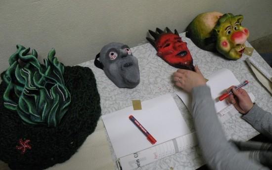 Assoziationsübung mit Masken; Foto: privat