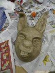 'März-Hase'-Maske von Nadja; letzte Papierschicht trocknet
