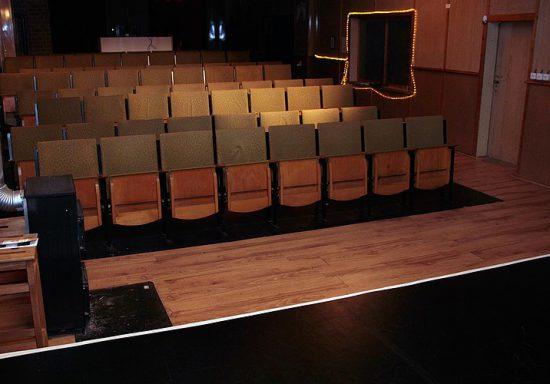 Publikumssessel im ehemaligen Theater Mandroschke (RIP) in Halle (Saale)