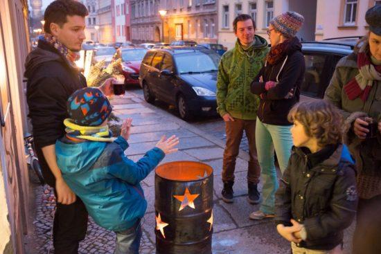 Feuertonne beim Kunstmarkt; Foto: Julia Fenske