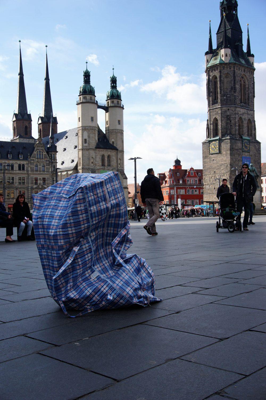 TASCHEN – Performance im öffentlichen Raum; Foto: Frank Rösler