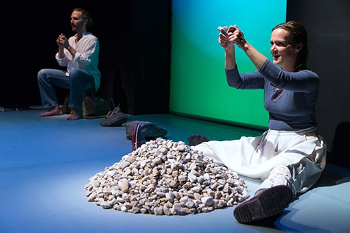 Szenenfoto der TdjW-Inszenierung 'Fische und süsser Brei'; Foto: TdjW