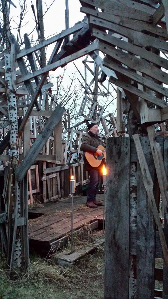 Simon van Parys mit Gitarre & Gesang im Globe Kannawurf