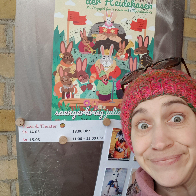 Figurenspielerin Julia Raab kurz nach der Absage ihrer Veranstaltungen durch die Corona-Pandemie im Theater Fadenschein in Braunschweig