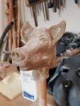 Figurenkopf aus Hatovit gegossen von Figurenspielerin Julia Raab im Atelier fiese8 für die Produktion 'Der schwarze Hund'