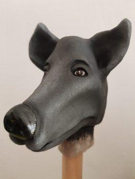Handpuppenkopf für die Produktion 'Der schwarze Hund', gebaut von Figurenspielerin Julia Raab im Atelier fiese8