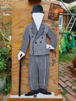 Flachfigur 'Chaplin' bemalt von Illustrator Yves Paradis