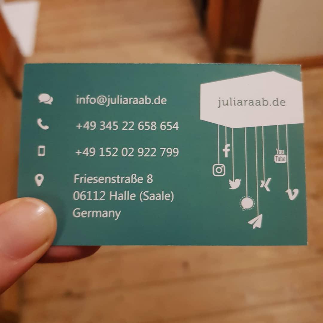 Visitenkarten von Figurenspielerin Julia Raab, Gestaltung: Carsten Bach