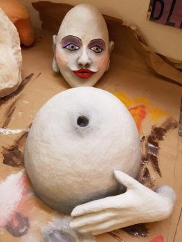 Figurenbau im Atelier fiese8 von Figurenspielerin Julia Raab in Halle (Saale) im Rahmen ihres Arbeitsstipendiums #TakeCareResidenzen vom Fonds Darstellende Künste und +flausen