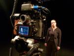"""Filmdreh im WUK Theater Quartier von Szenen aus der Figurentheater-Produktion """"Der schwarze Hund"""" mit Theaterpädagogin Anja Schwede und Kameramann Matthias Reger"""