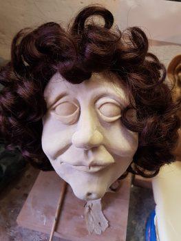 """Hatovit-Abguss 'Margot Honecker', Figurenbau für die neue Figurentheater-Produktion """"Seid bereit - immer bereit? Jung sein in der DDR"""" von Dramaturgin Sandra Bringer und Figurenspielerin Julia Raab"""