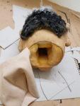 """Gestaltung Figurenkopf Erich Mielke - Figurenbau für Klassenzimmerstück mit Figurenspiel """"Seid bereit, immer bereit?"""" von Sandra Bringer mit Figurenspielerin Julia Raab in Halle (Saale)"""